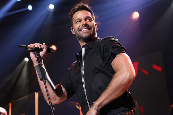 ``I Am Made of You`` Balada pop por Ricky Martin